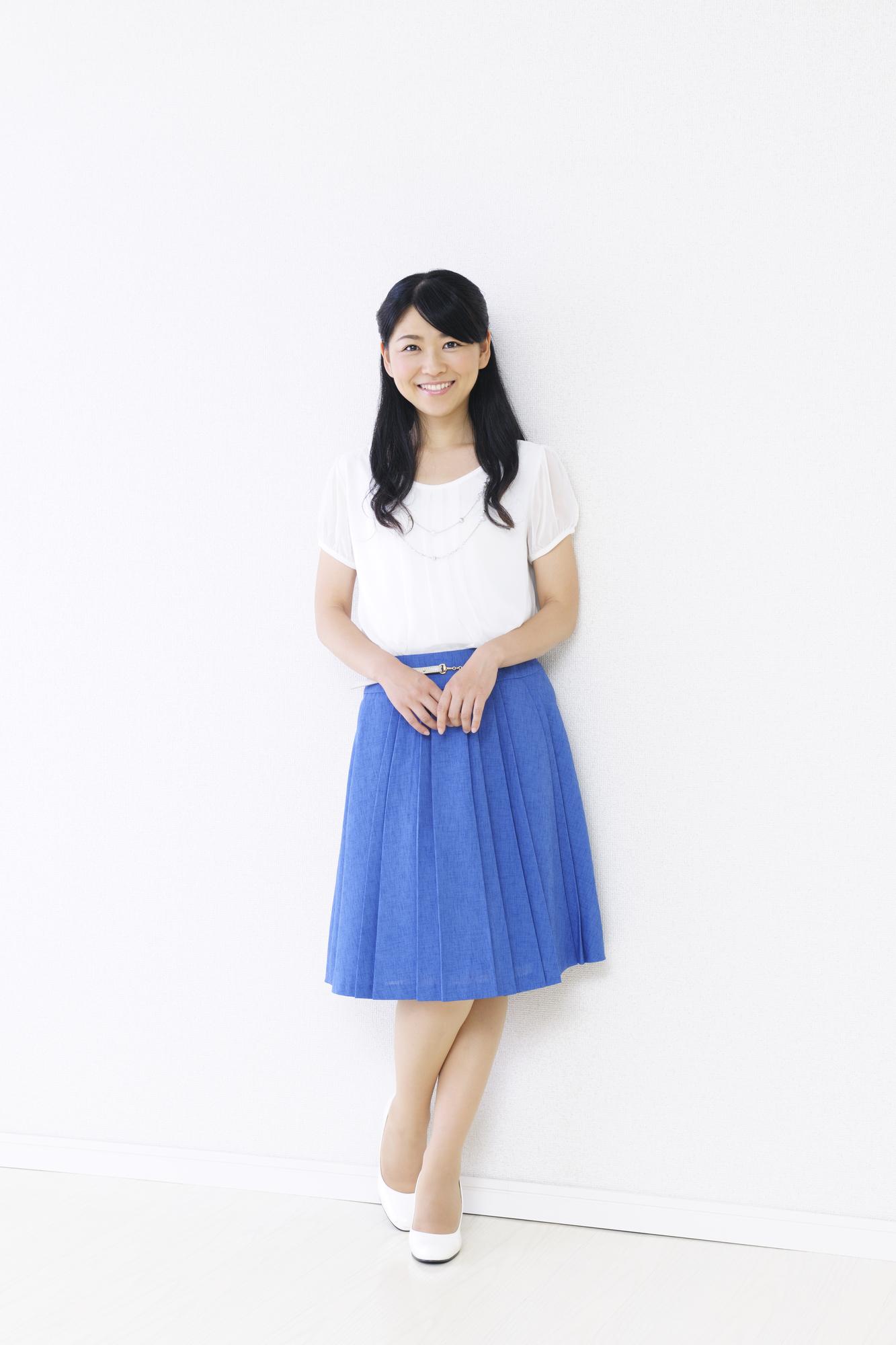 シャツ・スカートスタイルの女性