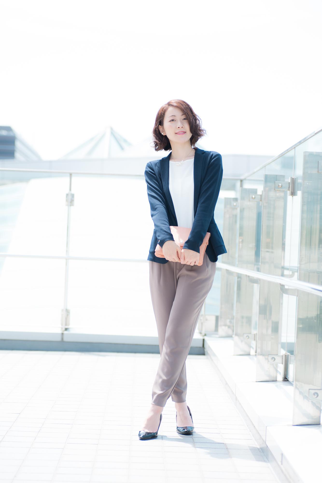 ジャケットスタイルの女性