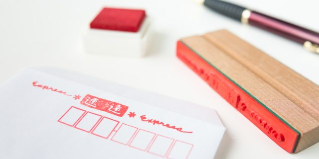 履歴書は「速達」で送るべき?普通郵便や簡易書留の違いなど、履歴書送付時のポイントまとめ。